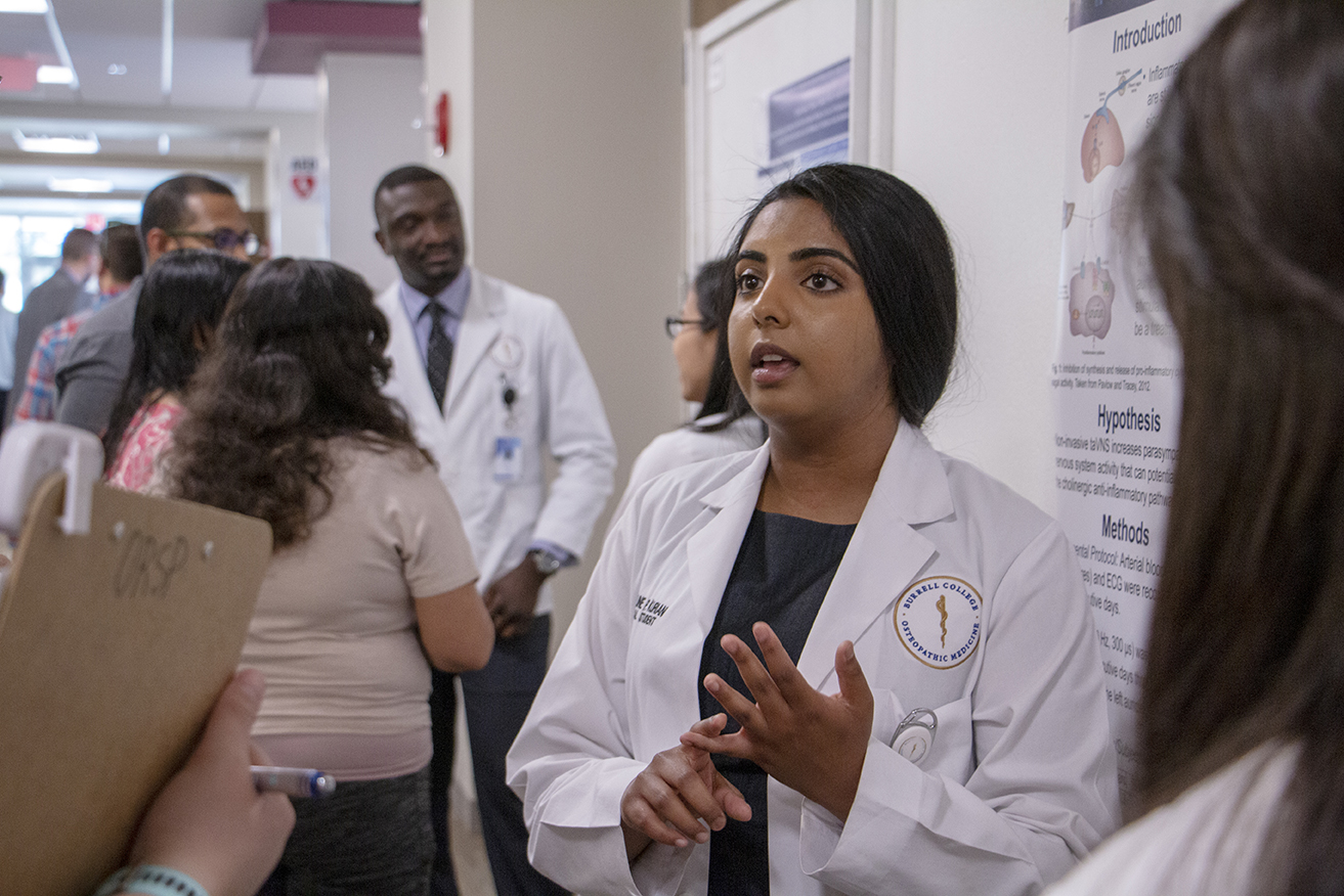 Student presenting research at the 2019 Medical Student Research Day